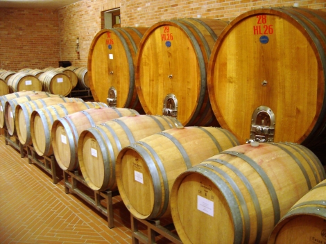 Large and small oak barrels have a different effect on wine.